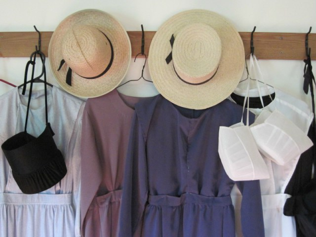 amish-clothes-sm.jpg